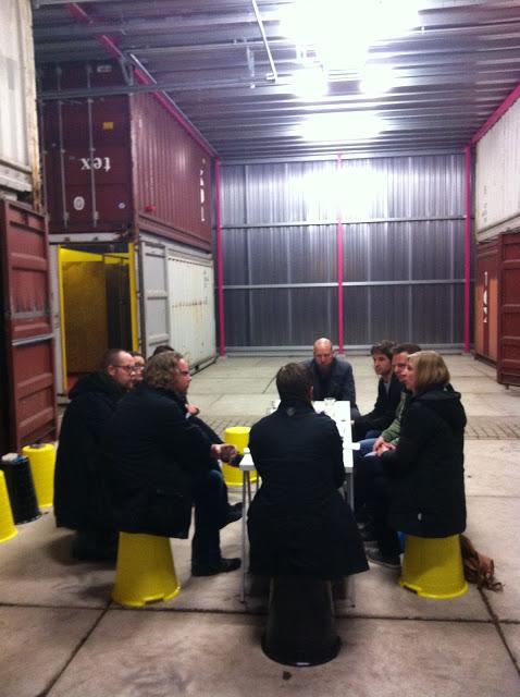 NP3 in gesprek met de YGO's en de ontwerpers Gerard de Hoop, Tjeerd Veenhoven, Lambert Kamps en Martijn Westphal op locatie NP3.tmp aan de Kolendrift.